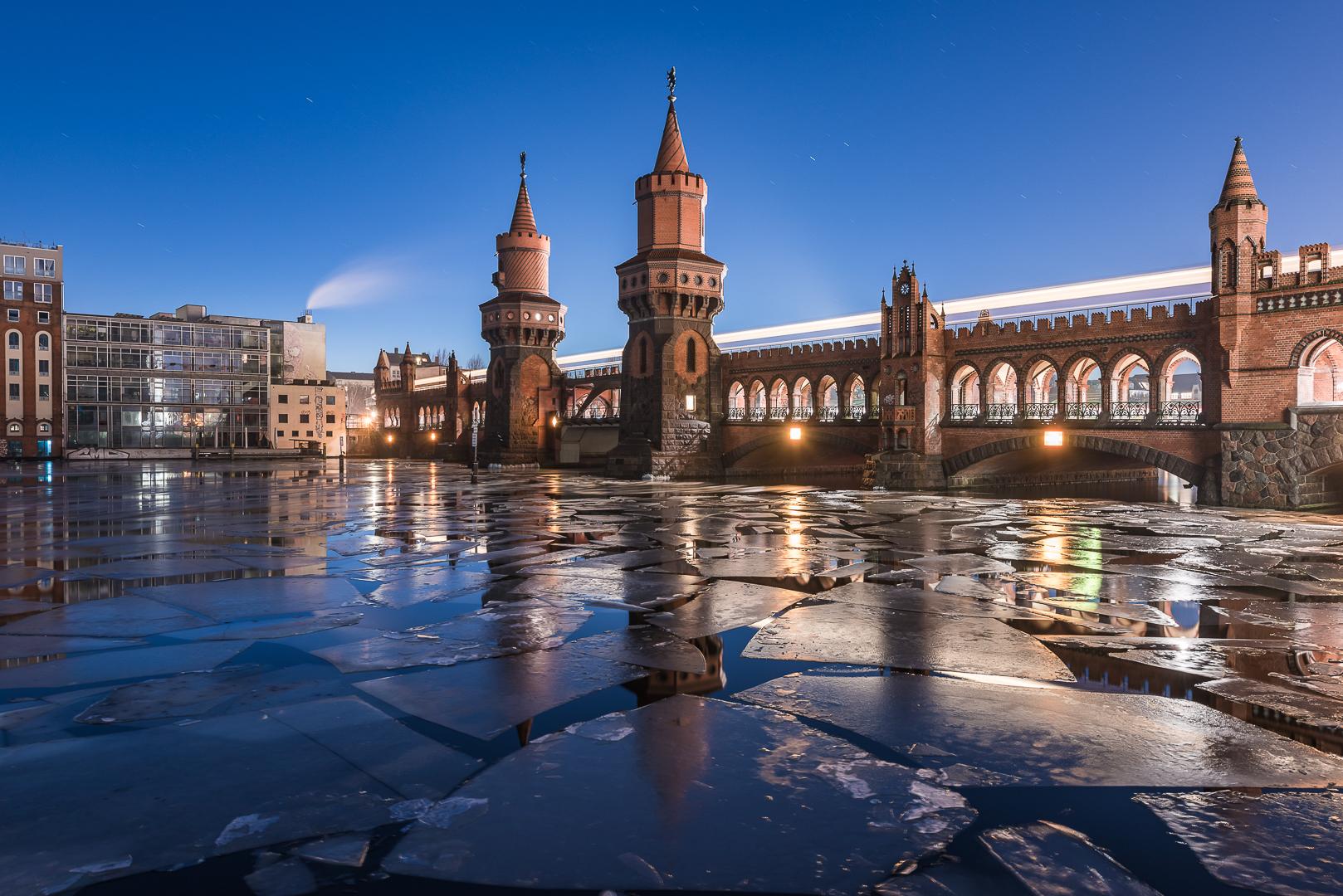 Berlin, Oberbaumbrücke, Bridge, Architektur, Architecture, Ice, Eis, Eisschollen, On the Rocks, am Stil, Blue Hour, Blaue Stunde