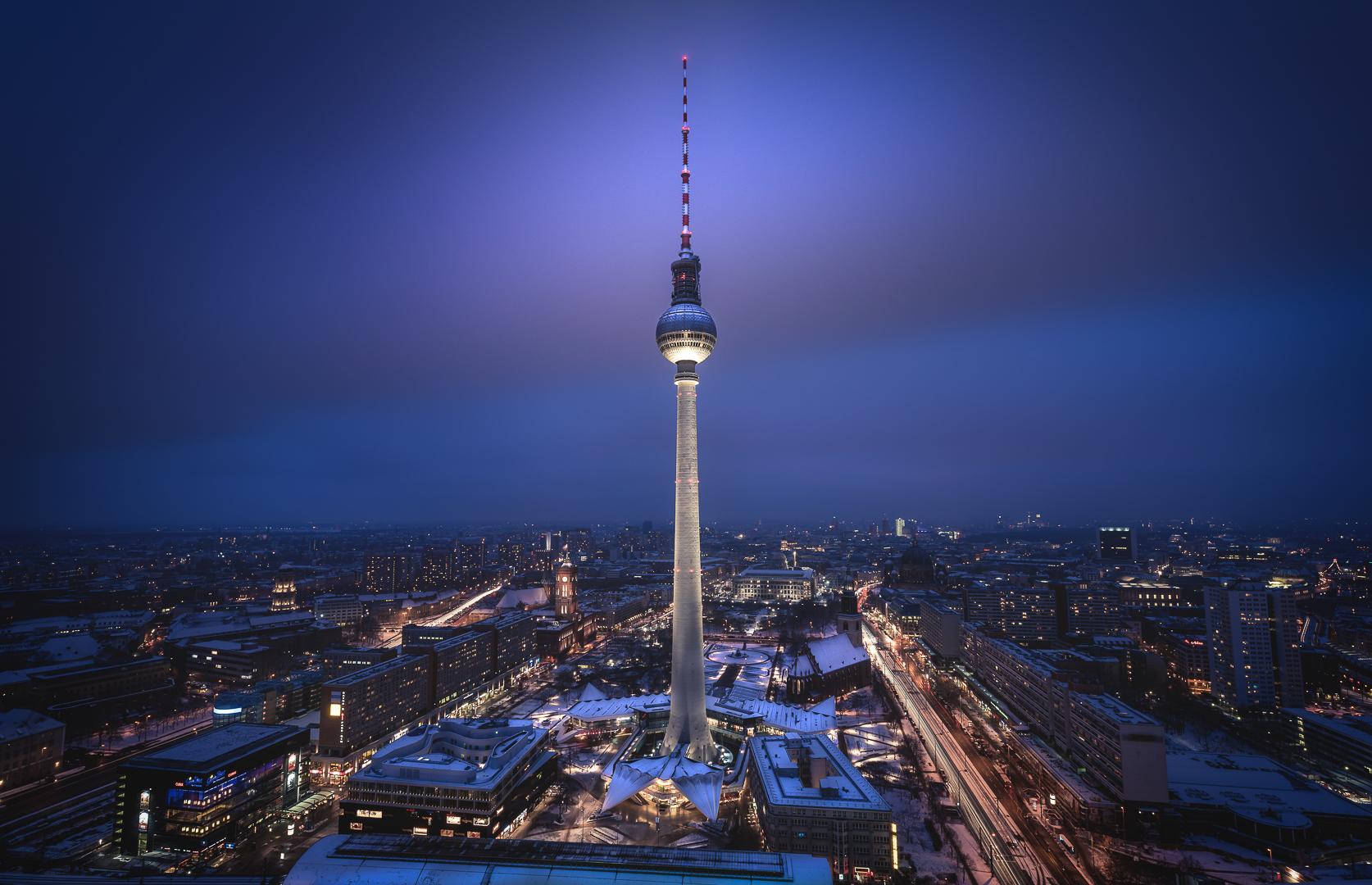 Berlin, TV Tower, Fernsehturm, Sunset, Sonnenuntergang, Blue Hour, Blaue Stunde, Lights, Citylights, Skyline